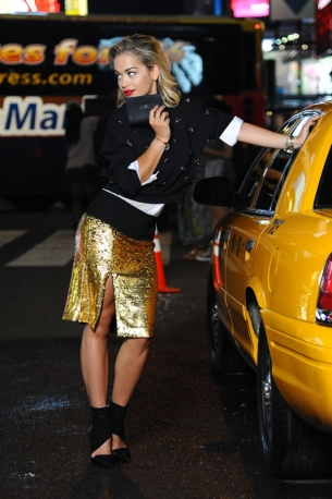 Rita-Ora-per-DKNY-Resort-2014_main_image_object (1)